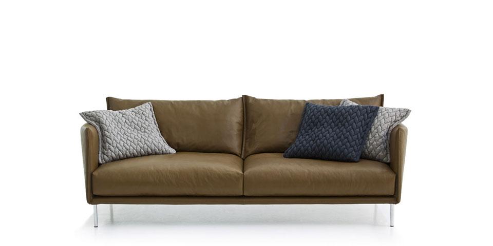 Sofa tief elegant sofa aus stahlrohr und mit polstern mae for Sofa 80 cm tief