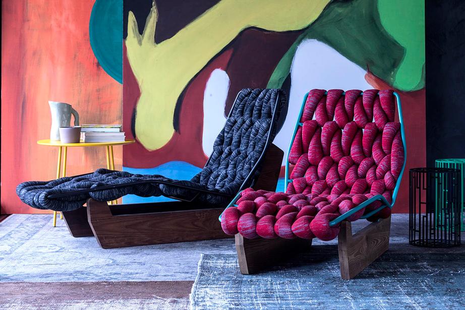 Tagesbett in minimalistischem Design aus Holzgestell Rückenlehne mit Kopfstütze